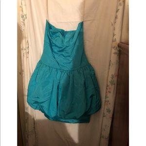 Dresses & Skirts - Strapless puffy blue dress.